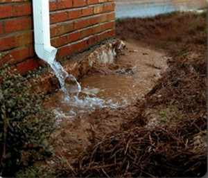 downspout-draining-on-foundation-lb